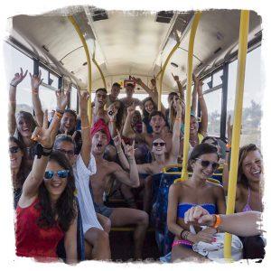 gruppo viaggi evento FUN! viaggi giovani su un party bus FUN!