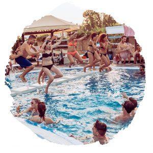 viaggi-giovani-corfu-viaggi-universitari-pool-party