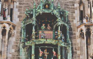 capodanno-a-monaco-per-giovani-low-cost-carillon-neue-rathaus-carillon