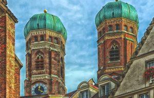 capodanno-a-monaco-per-giovani-low-cost-torri-frauenkirche-carillon