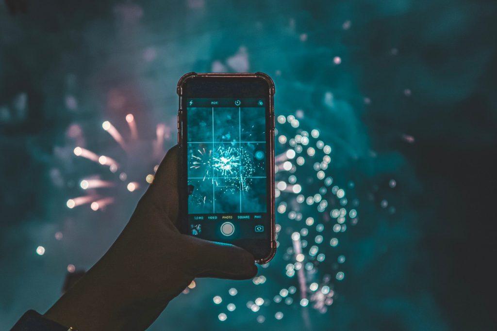 Smartphone fotografa fuochi d'artificio - Capodanno Low Cost