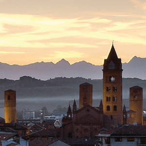 mercato-del-tartufo-alba-rievocazione-panorama-citta
