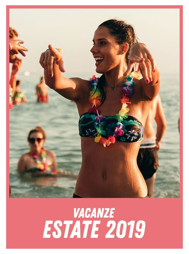 ragazza in costume viaggi giovani vacanze estate